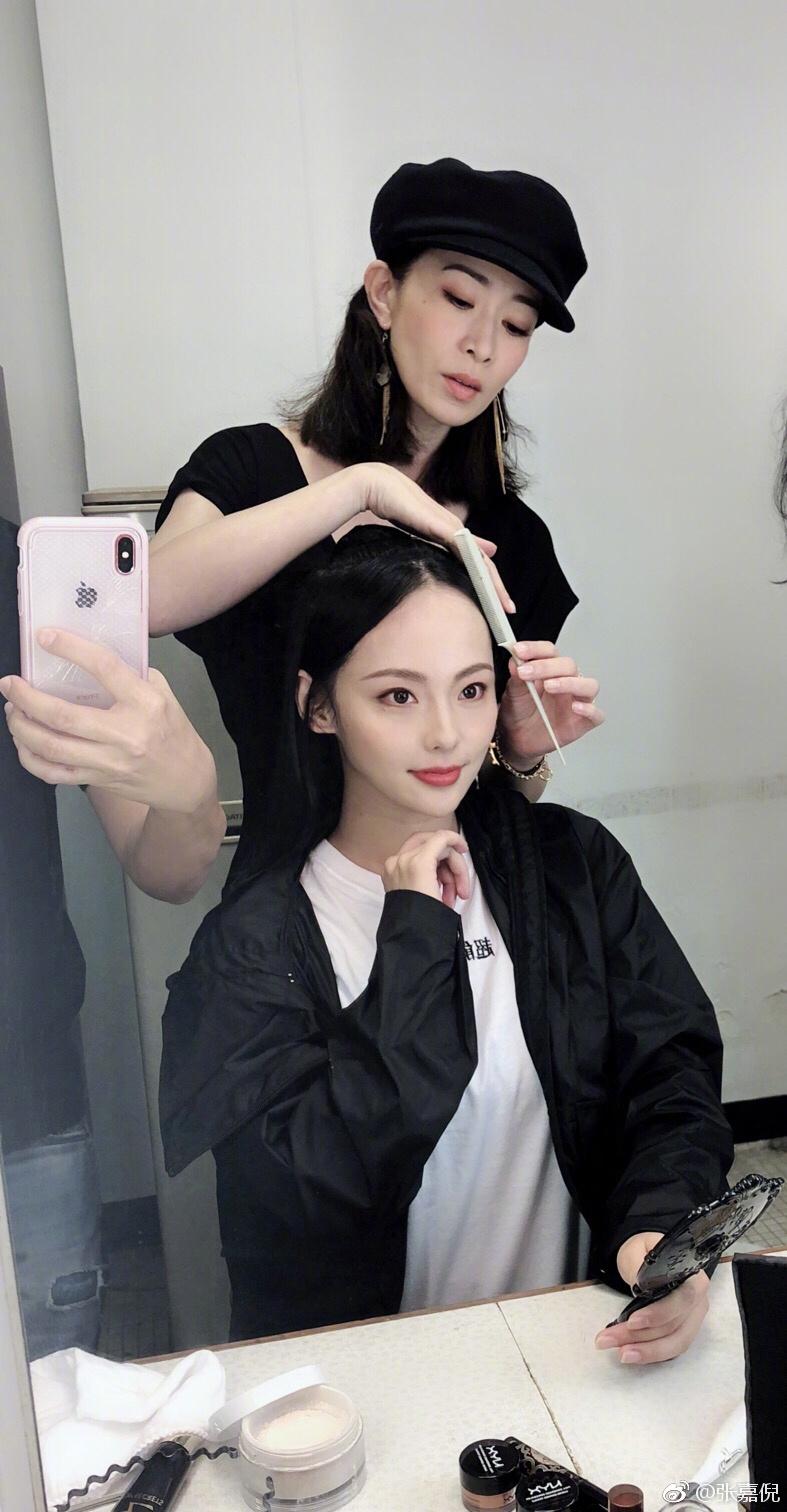 张嘉倪佘诗曼同框 紫禁城首席发型总监又上线了图片