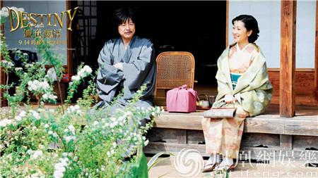 饰演一色正和母亲绘美子的鹤田真由,饰演小酒馆女老板的药师丸博子