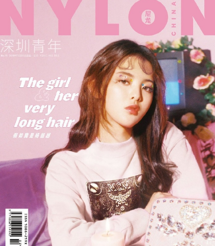 越登时尚杂志女孩表现不俗变身封面系粉色俏歌的女生笑笑唱图片