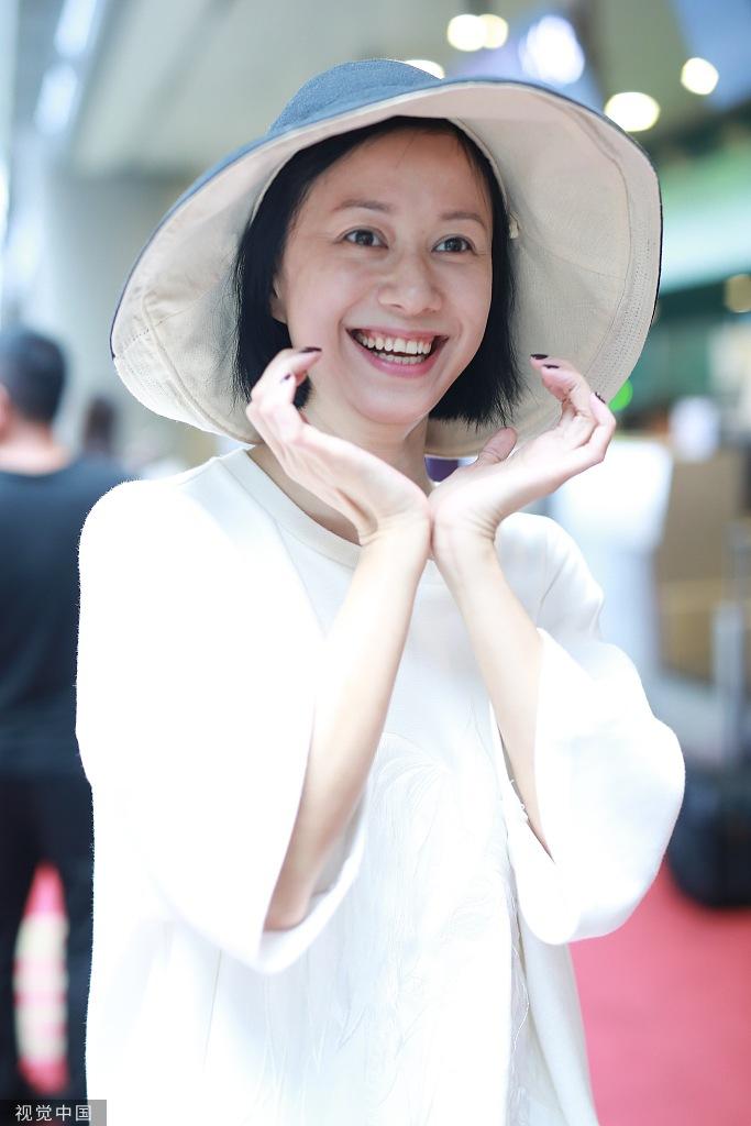 """41岁""""祝无双""""倪虹洁素颜亮相 捧脸灿笑甜美似少女"""