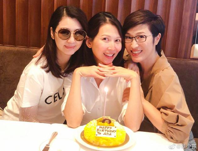 蔡少芬素颜同姐妹淘合照 与洪欣陈法蓉提前庆生