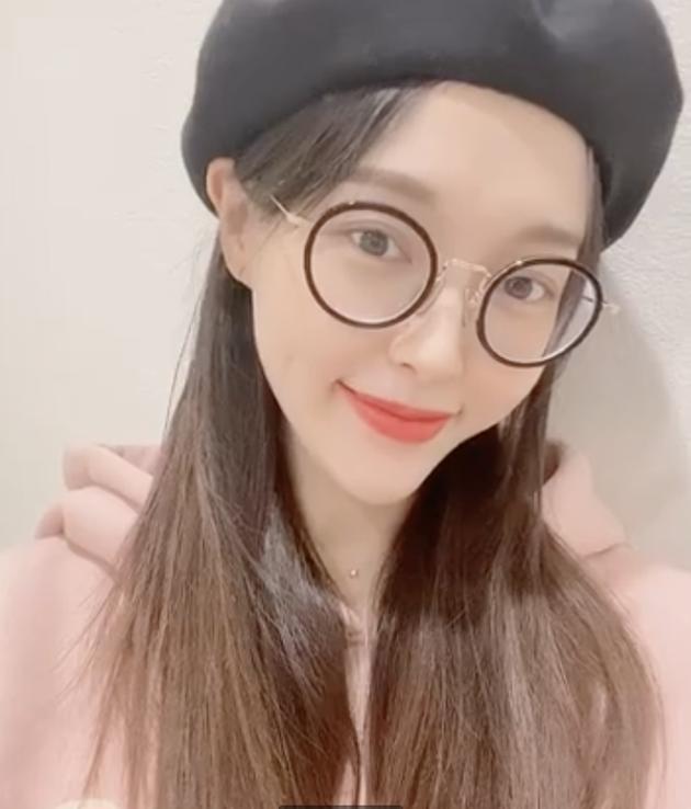 唐嫣生日晒视频感谢祝福 超甜比心加飞吻