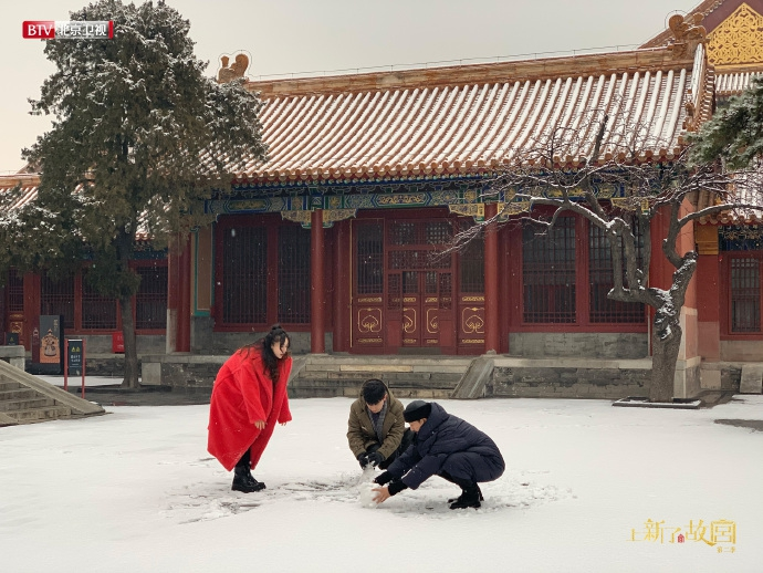 张鲁一邓伦故宫玩雪 几岁了?