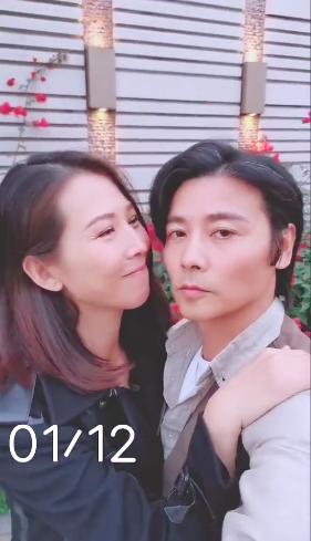 张晋蔡少芬纪念结婚十二周年 甜蜜牵手享二人世界