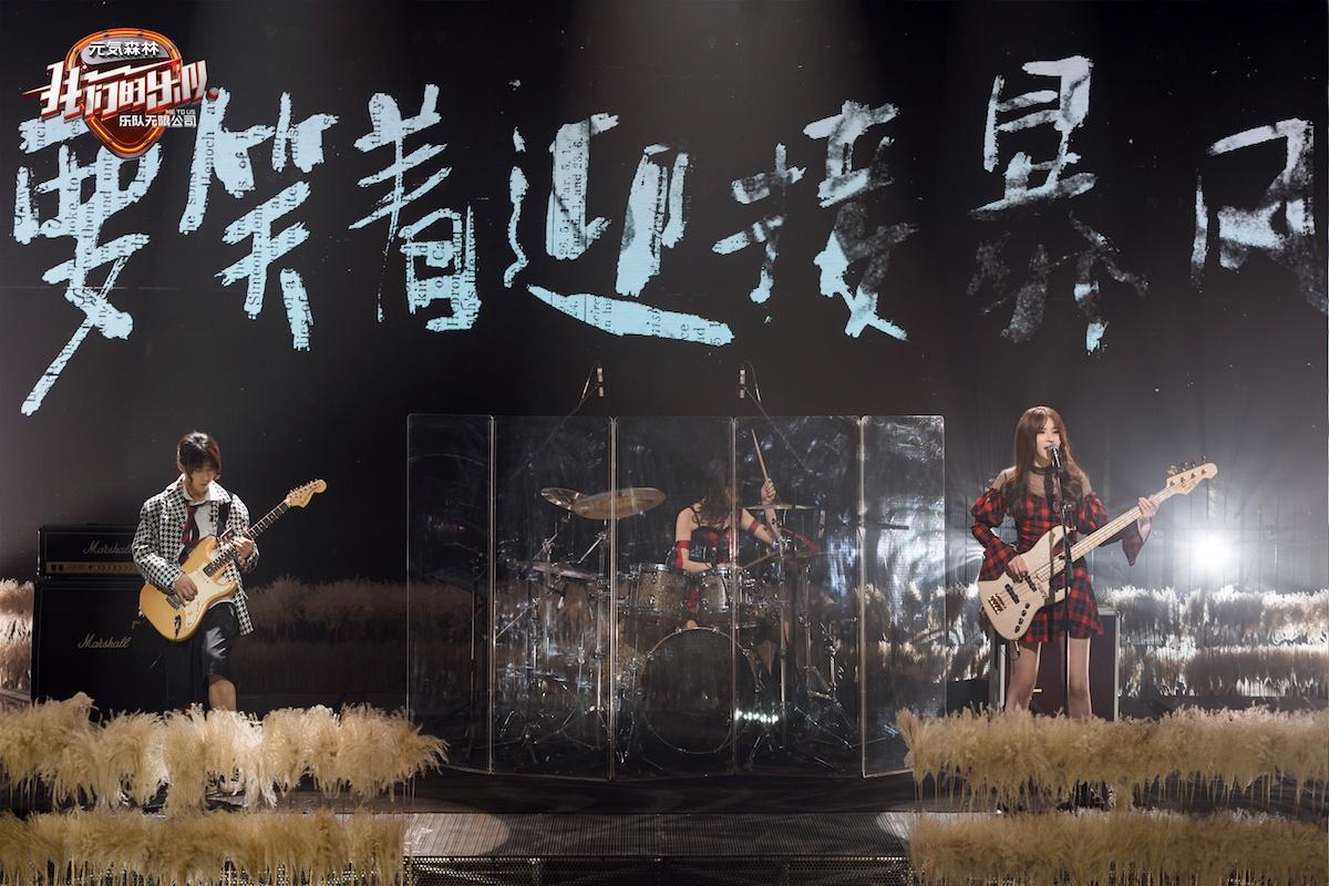 谢霆锋王俊凯萧敬腾邓紫棋行使特权 《我们的乐队》公演排名出炉