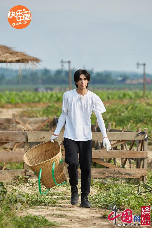 宋威龙 《向往4》薇娅助力公益直播 助农小店喜迎开业