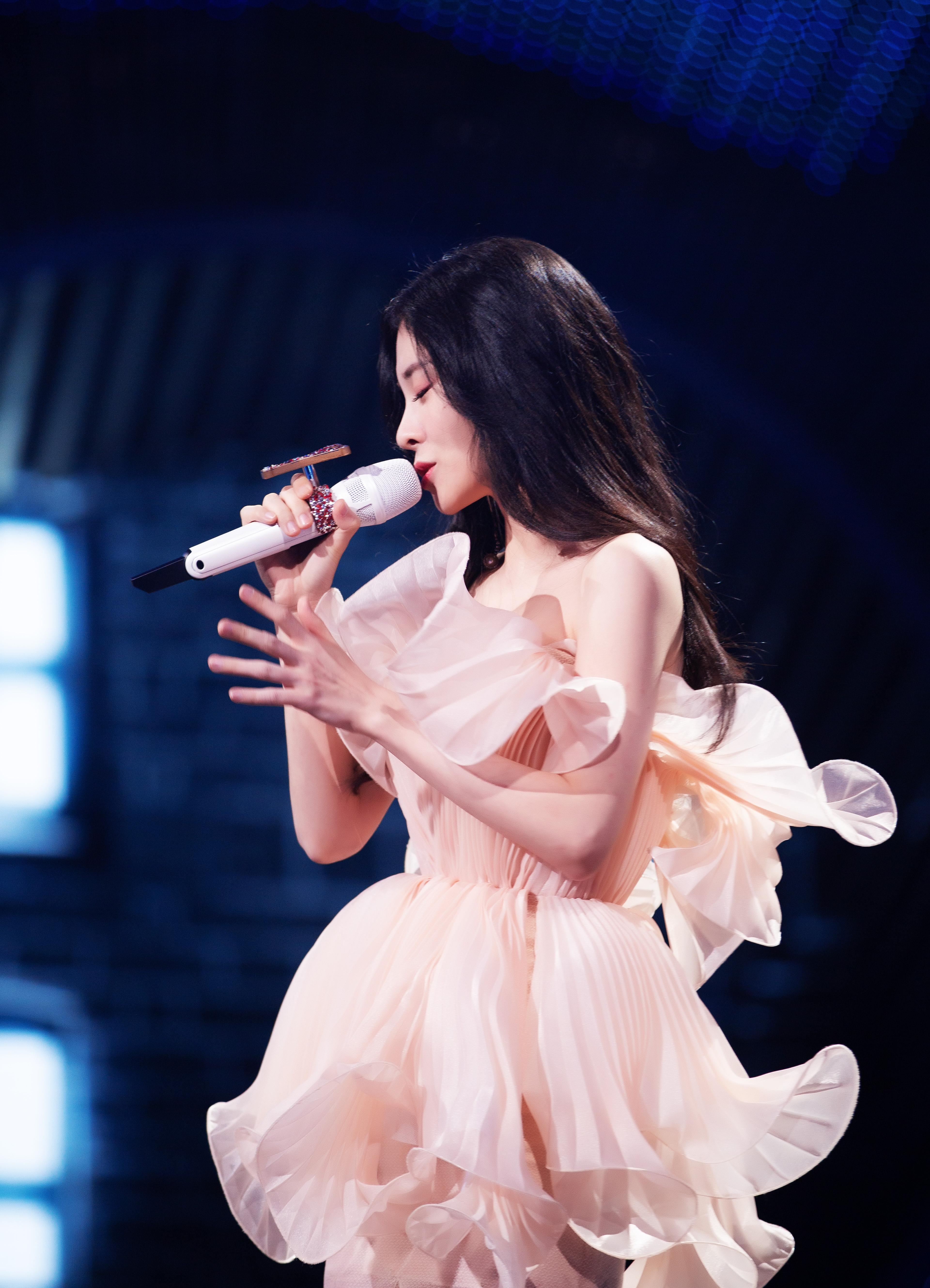 张碧晨《我们的歌》与黄绮珊联手演唱感人之作