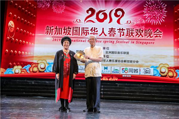 颂今中国风演唱会昨日唱响新加坡 用冰糖葫芦加音乐向狮城观众拜年