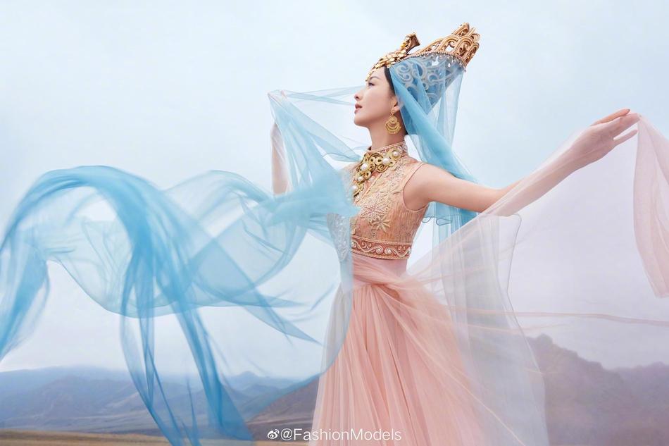 佟丽娅舞剧海报曝光 异域风情刷新颜值巅峰